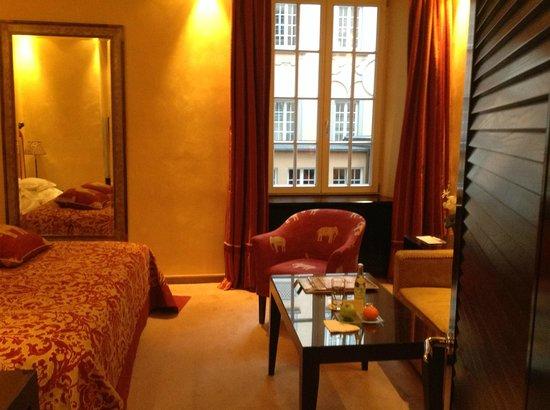 Bayerischer Hof Hotel: Zimmer, Teilansicht