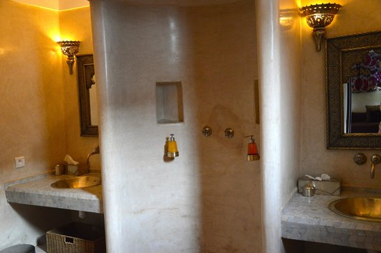 Riad Assakina: Bathroom Suite Kaid