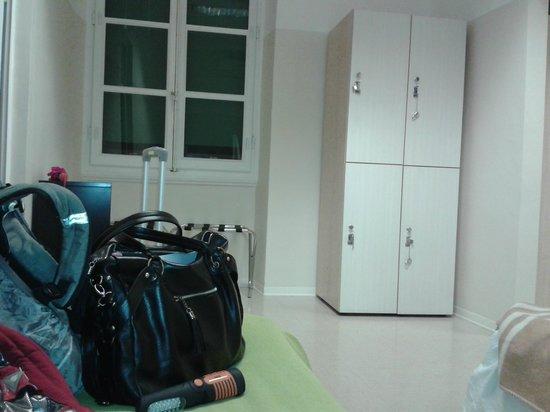 Academy Hostel: Habitación L, para 4 personas, los lockers ya vienen con candado y llave, y son muy amplios