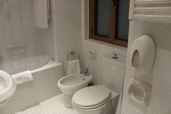 Tritone Hotel : Baño