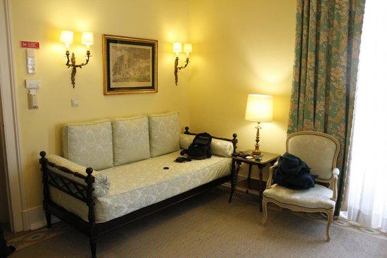 Hotel Avenida Palace : Living area in junior suite 601