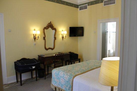 Hotel Avenida Palace : Bedroom in junior suite 601