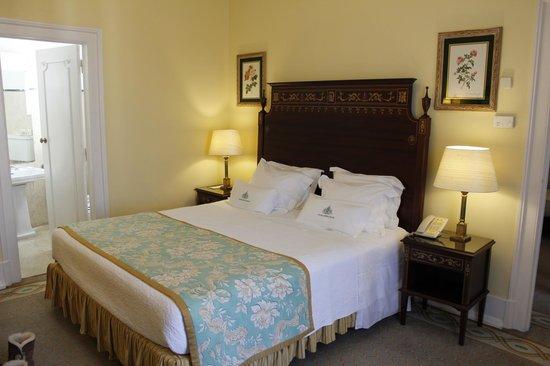 Hotel Avenida Palace : Bed in junior suite 601