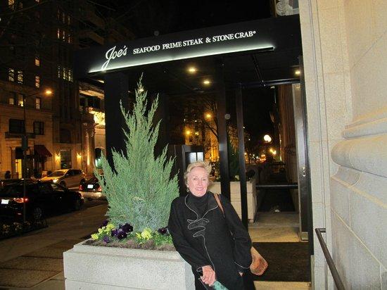 Joe's Seafood Prime Steak & Stone Crab: Nice Entrance to the restaurant