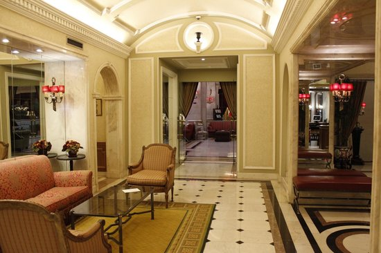 Hotel Avenida Palace: Ground floor lobby area