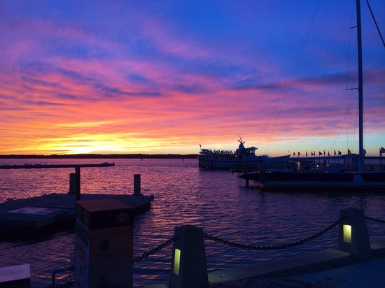 The Quarterdeck Waterfront Dining: Sunset at The Quarterdeck