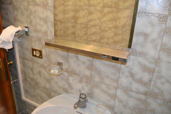 Hotel  Fontana : salle de bain
