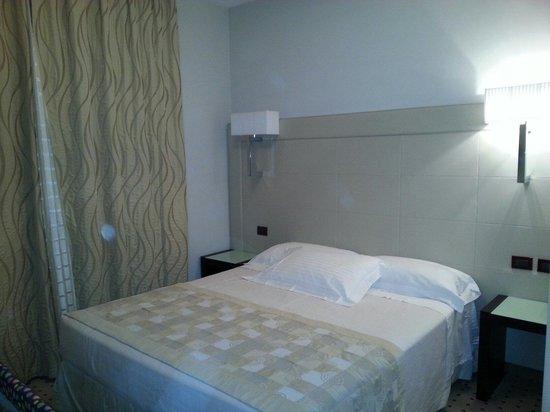 Hotel La Cartiera : Letto ampio e confortevole... è ortopedico!!!