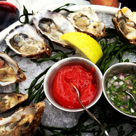 Bistro Jeanty : Oysters for Happy Hour
