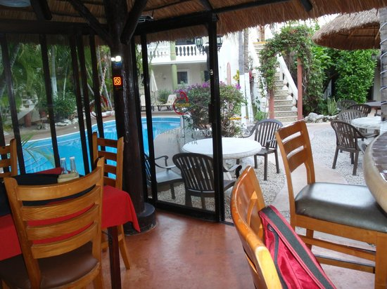 Aventura Mexicana: adult pool from restaurant