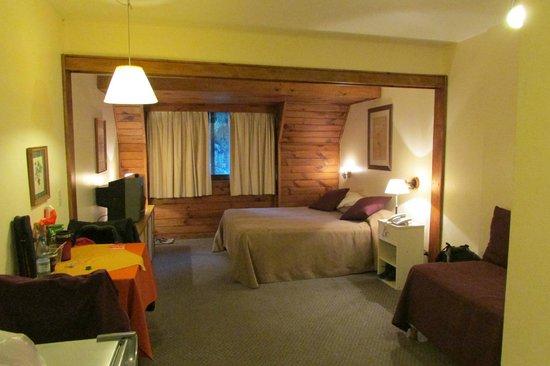 Soft Bariloche Hotel : Habitacion Amplia
