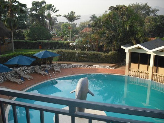 Dolphin Suites: View of Pool