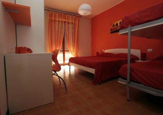 camera matrimoniale con letto a castello a scomparsa - Foto ...