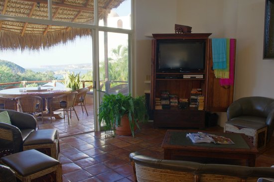 Villa Pacifico: Living area, with view of informal 'dining balcony' -- we always ate on the balcony