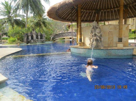 Pool Villa Club Senggigi Beach Lombok: swim up bar