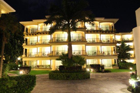 Hotel Marina El Cid Spa & Beach Resort: Property at night