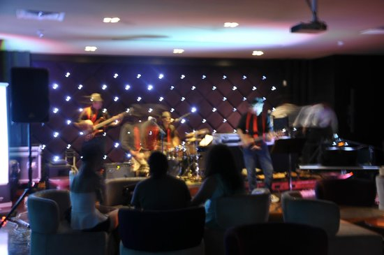 Hard Rock Hotel Panama Megapolis: Stage Bar dentro del Hotel