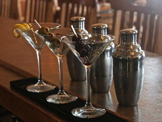 Madison Crossing Lounge: Martini