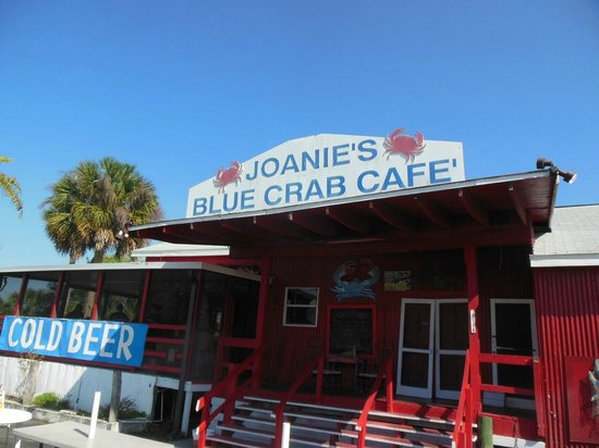"""Joanie's Blue Crab Cafe: Casual 'Everglade"""" atmosphere. Comfortable and easy."""