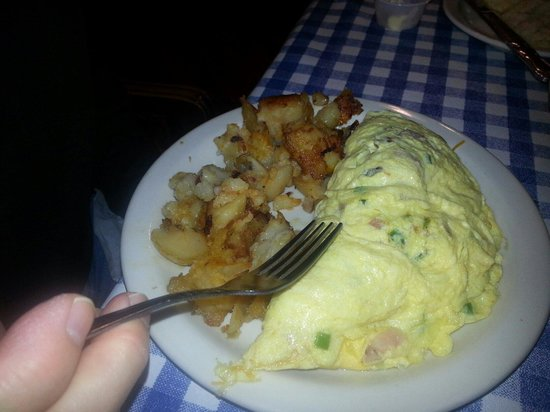 Blue Plate Cafe Downtown : Omelette with home fries
