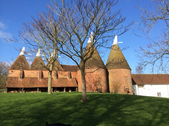 Sissinghurst Castle Farmhouse: Beautiful oasts on the Sissinghurst estate