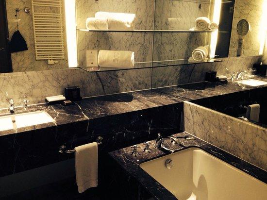 The Ritz-Carlton, Vienna: Bathroom