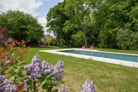 Le Clos des Tilleuls : Heated swimming pool