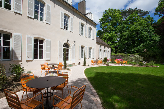 Le Clos des Tilleuls : Enjoy the terrace