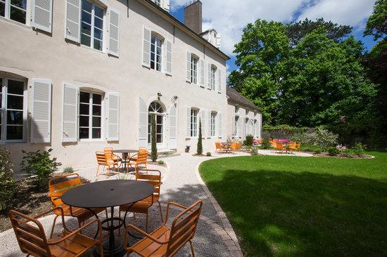 Le Clos des Tilleuls : Enjoy the terrace