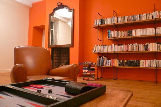 Le Clos des Tilleuls : Library for guests