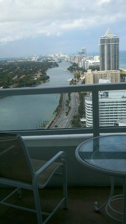 Fontainebleau Miami Beach: Balcony and view