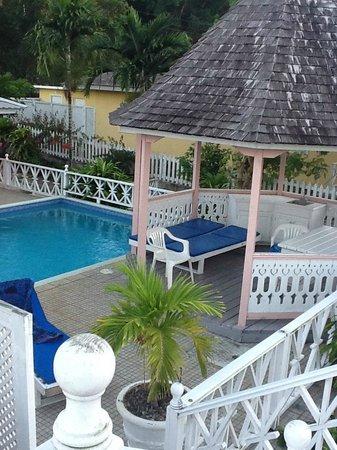 Silver Sands Vacation Villas : Pool & Gazebo - Braata Villa
