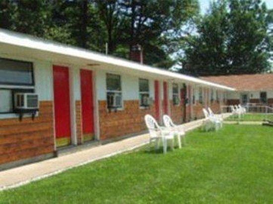 Robin Hood Motel: Exterior