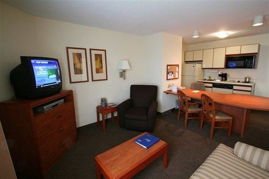 Candlewood Suites Louisville Airport: Living area of One Bedroom Suite 1 Sleeper Sofa 504 sq ft