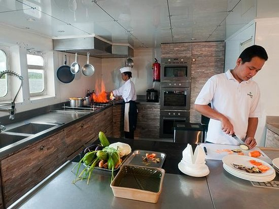 Wakatobi Dive Resort: Pelagian's expansive galley, where executive chefs prepare culinary delights..