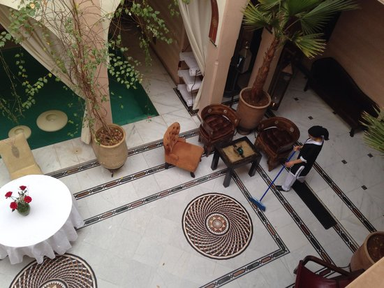 Riad Dar Anika: The hotels courtyard