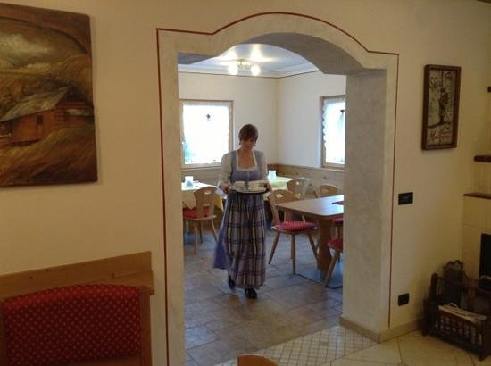Garni Val de Grepa: Sara in abito tradizionale