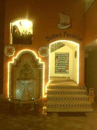 Suites Fenicia: Eingang - sorgfältig gepflegt