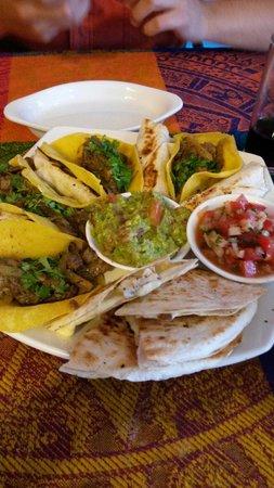 A La Mexicana: Picoteo surtido... Muy buena opción para comer, excelentes sabores!!! Inolvidable