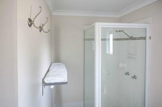 High Street Motor Inn: Family room Bathroom