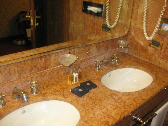 Bellini Venezia : Salle de bain avec sechoir cheveux