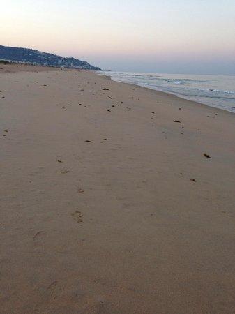 Playa de Zahara de los Atunes: Amaneciendo en la playa.
