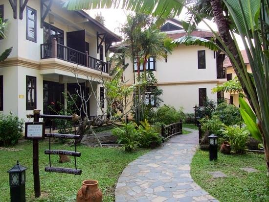 Hoi An Riverside Resort & Spa : lovely resort gardens