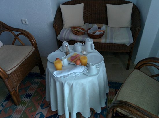 Alexander's Boutique Hotel of Oia: Breakfast in the room
