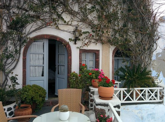 Alexander's Boutique Hotel of Oia: The outside of our room