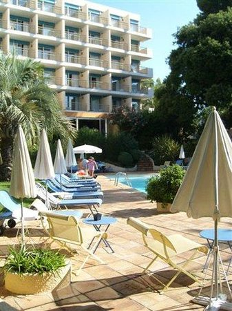 Holiday Inn Cannes : Summer image Exterior view