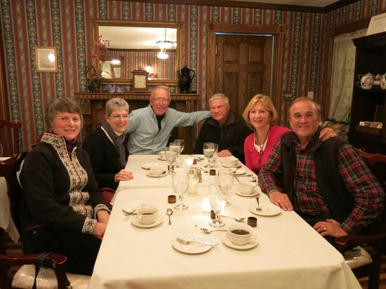 Inn at Water's Edge : Dining with good friends!!