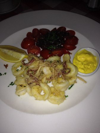 Buzzano: Calamaris mit Tomatensalat