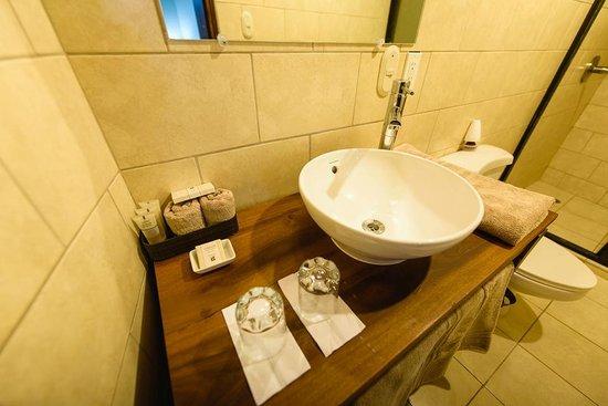 Hotel Flor de Sarta: Bathroom