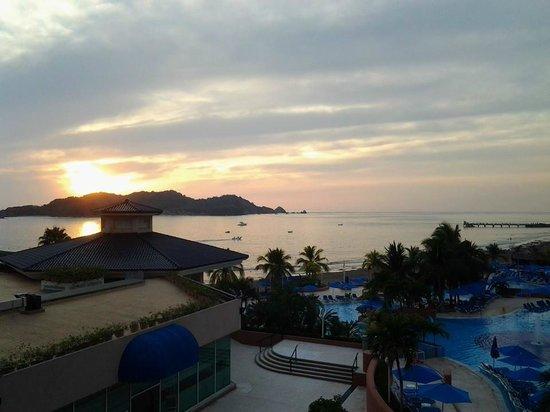 Azul Ixtapa Beach Resort & Convention Center: Lobby Bar
